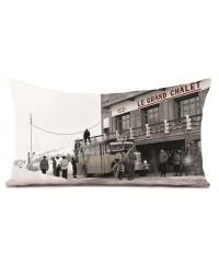 Coussin Arrivée au Chalet Série Limitée Karl Machatschek 40 x 68